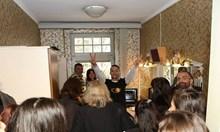 Дарин Ангелов разведе посетители из потайностите на Народния театър