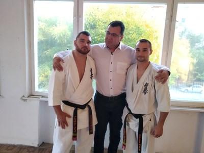 Славчо Атанасов с братя Команови.