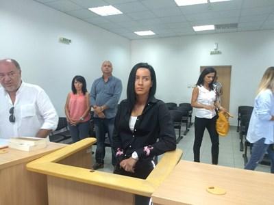 Габриела Медарова на разпоредителното заседание с родителите си в съда СНИМКА: Анелия Перчева