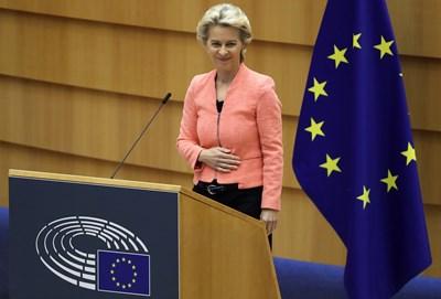 Урсула фон дер Лайен говори пред Европарламента.  СНИМКА: РОЙТЕРС