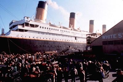 """Кадър от филма """"Титаник"""" на Джеймс Камерън показва как е изглеждал корабът, преди да потегли за Ню Йорк."""