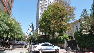 Сигнал за бомба в сградата на БНТ (Снимки)