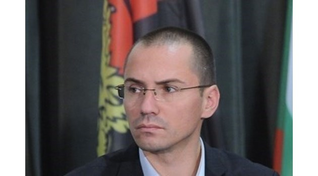 Европарламентът разследва Джамбазки за расистко изказване. Коментирал произхода на свои колеги от транспортната комисия