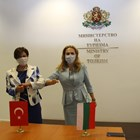 Вицепремиерът Марияна Николова (вдясно) и посланикът на Турция у нас Н.Пр. Айлин Секизкьок. Снимка министерство на туризма