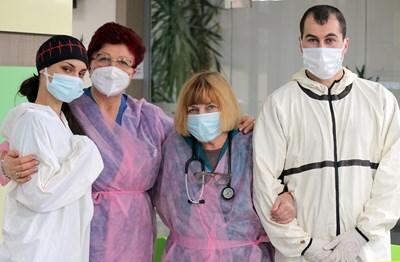 Йоанна Минкова, д-р Ценка Георгиева, д-р Василка Зарчева и д-р Кадир Джамфер (от ляво на дясно)  СНИМКА: РУМЯНА ТОНЕВА
