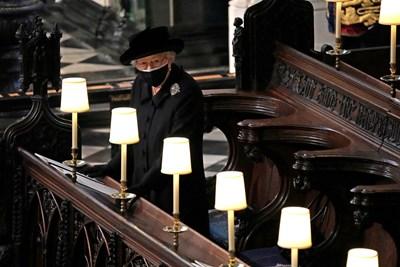 Кралица Елизабет II на погребението на принц Филип СНИМКА: РОЙТЕРС