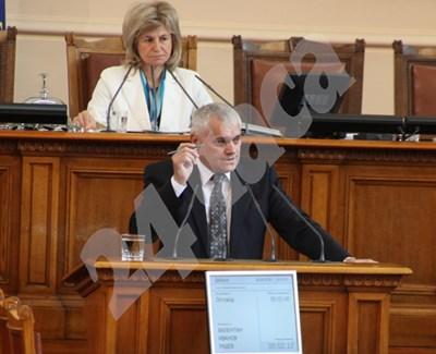 Валентин Радев СНИМКА: Руми Тонева СНИМКА: 24 часа
