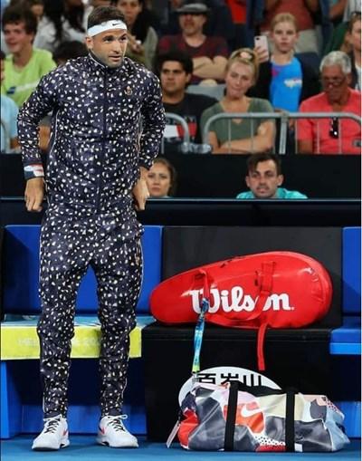 Анцугът на петна Nike на Григор предизвика и одобрения, и критики.