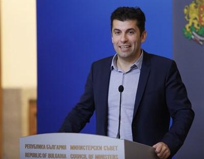 """Министър Кирил Петков определи като """"безумие"""" заплати от 60 000 лв. в ББР."""