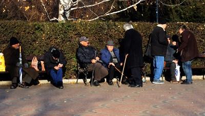 На 300 лева се вдига минималната пенсия. Това означава, че половината възрастни хора ще я получават.