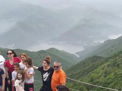 Стотици се катериха до Бекови скали в неделния ден. Снимки: Авторът