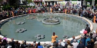 Козунакът ще бъде разположен по цялото протежение на фонтана.