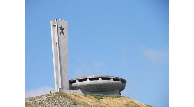 """Ето откъде комунягите са откраднали идеята за паметника """"Бузлуджа"""" - джамия на БКП с петолъчка на минарето"""