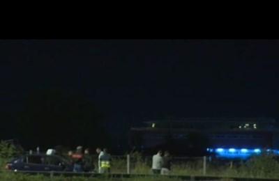 """Бандата от 6-има души беше заловена около 22,30 часа на изхода към АМ """"Тракия"""" в 2 автомобила Кадър: БНТ"""