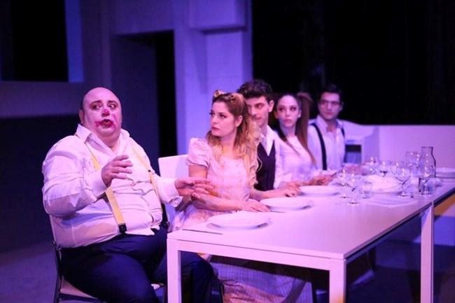 """Репетиция на най-новата постановка """"Всички освен мен"""". До Нейков е Александра Сърчаджиева."""