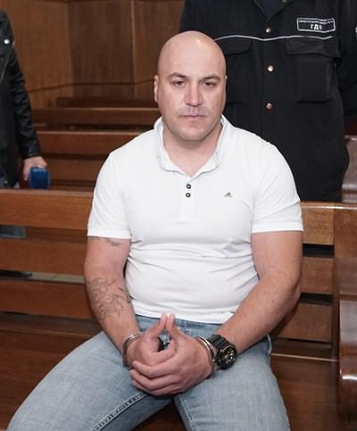 Рано сутринта на 25 март 2011 г. Стефан Стефанов се предава.