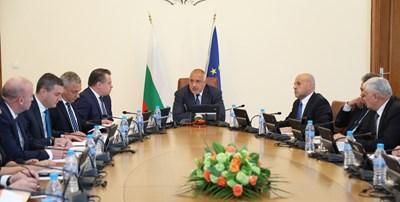 Премиерът Бойко Борисов изтъкна пред министрите, че България има с 2,3 млрд. по-малко задължения за миналата година в сравнение с 2016 г.