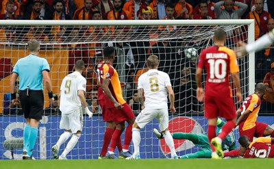 """Тони Кроос (с номер 8) е пратил топката в мрежата на """"Галатасарай"""". СНИМКА: РОЙТЕРС"""