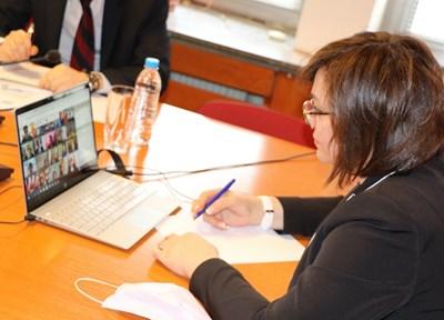 Нинова взе участие във видеоконферентна среща на лидерите на партии и премиери от семейството на Партията на европейските социалисти. Снимки БСП