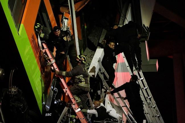 19 са вече загиналите при срутването на метрото в Мексико, има хора в смачкана кола (Снимки и видео)
