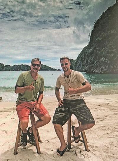 Владо Карамазов (вляво) и Ваня Джаферович на филипински плаж  СНИМКА: ПРОФИЛ В ИНСТАГРАМ НА КАРАМАЗОВ