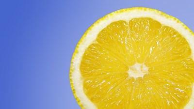 Използвайте лимонов сок за обезмаслител, омекотител и ароматизатор
