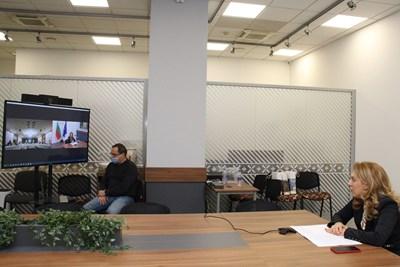 Вицепремиерът и министър на туризма Марияна Николова приветства членовете на Изпълнителното бюро и председателите на регионалните структури на Българската хотелиерска и ресторантьорска асоциация. Снимка министерство на туризма
