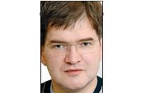 В коментар от 2011 г. Борислав Зюмбюлев пише: Защо Дядо, а не Баба Коледа