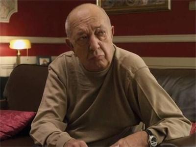 Последната роля на актьора в киното - генералът от ДС Лука Карлов.