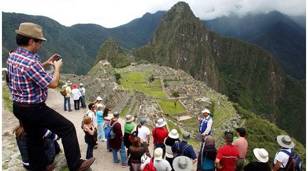 Туристите съсипват най-желаните дестинации