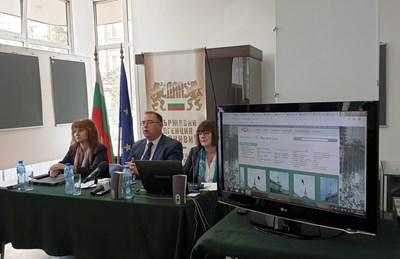 В Деня на българските архивисти шефът на ДАА доц. д-р Михаил Груев представи новия сайт за промените през 1989 г. СНИМКА: АВТОРЪТ