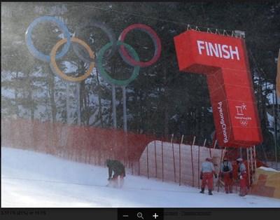 Вятърът продължава да обърква програмата на алпийците. СНИМКА: Костадин Андонов