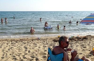 Гръцките плажове са пълни, а места в хотелите вече почти не се намират.