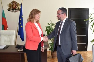 Областният управител на Перник Ирена Соколова с Карел Крал, регионален мениджър на ЧЕЗ за България