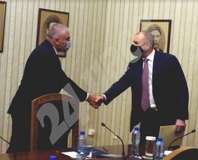 """Лидерът на """"Воля"""" Веселин Марешки и президентът Румен Радев СНИМКИ: Румяна Тонева СНИМКА: 24 часа"""