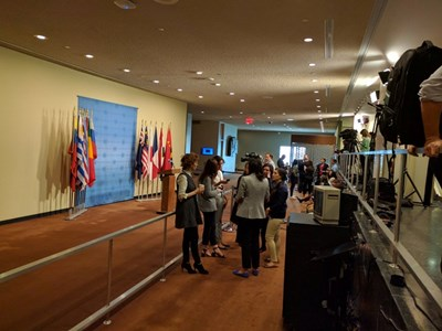 В очакване на резултатите от гласуването пред залата на Съвета за сигурност на ООН в централата в Ню Йорк