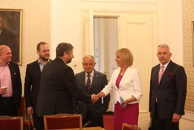 """Ръководствата на """"Демократична България"""" и """"Изправи се БГ! Ние идваме!"""" се срещнаха на консултация по инициатива на Мая Манолова.  СНИМКИ: НИКОЛАЙ ЛИТОВ"""