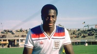 Джъстин Фашаню - първият английски футболист, който открито призна че е гей. Кампанията срещу него го докара до самоубийство през 1998 г.
