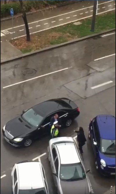 Кадър от видеото, на който се вижда спорът между офицерката от НСО и катаджията
