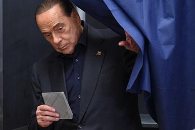 Силвио Берлускони даде своя вот на вчерашните евроизбори  СНИМКА: Ройтерс