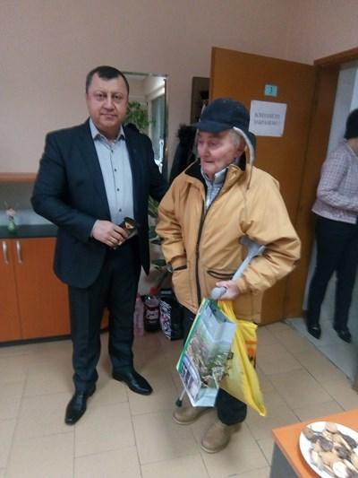 Кметът инж.Емануил манолов посрещна първите данъкоплатци в тазгодишната кампания