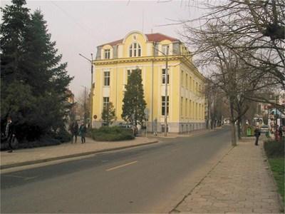 Бившият клон на БНБ в Хасково сега също е банков клон.  СНИМКИ: АВТОРЪТ