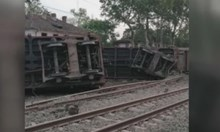 10 товарни вагона дерайлирали на гара Нова Загора