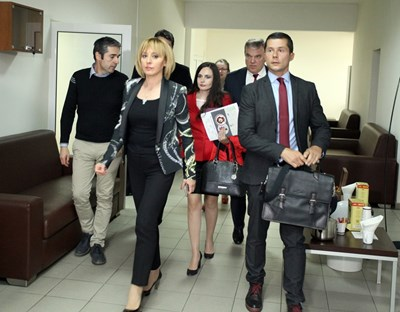 Шефове и експерти на АБВ пристигат на консултациите при омбудсмана Мая Манолова. СНИМКА: Румяна Тонeва