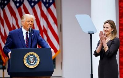 Доналд Тръмп обяви номинацията на консервативната съдийка Ейми Кони Барет за член на Върховния съд. Снимки: Ройтерс