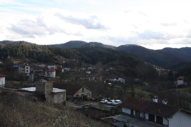 Смолянското село Полковник Серафимово, което се наричало тогава Аламидере почита делото на Дели Дана