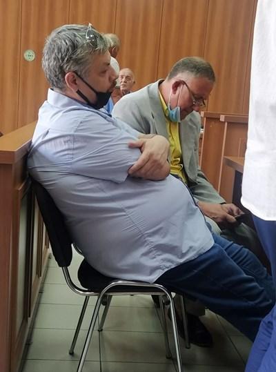Д-р Иван Димитров (вдясно) с единия от двамата си адвокати