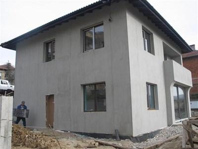 Най-новият собственик на къщата на Димитър й прави солиден ремонт. СНИМКИ: АВТОРЪТ