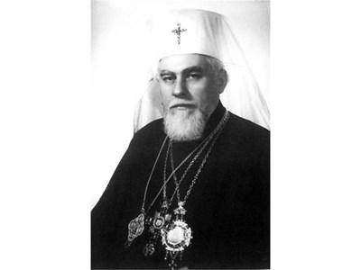 Максим като Ловчански владика гостува на руския патриарх Алексий I, който го развежда с чайка кабриолет из Москва. На снимката вдясно - Максим е избран за патриарх на 4 юли 1971 г.