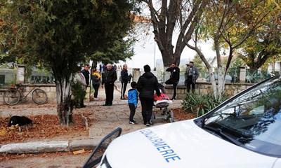Изборите в Галиче днес бяха охранявани от жандармерия. Снимка на автора.